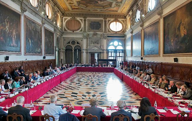 Венецианская комиссия указала Киеву надискриминацию русского языка вновом законе