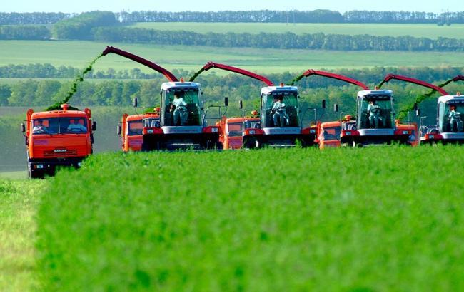 Кабмин хочет привлекать иностранные кредиты для фермеров в виде сельхозтехники