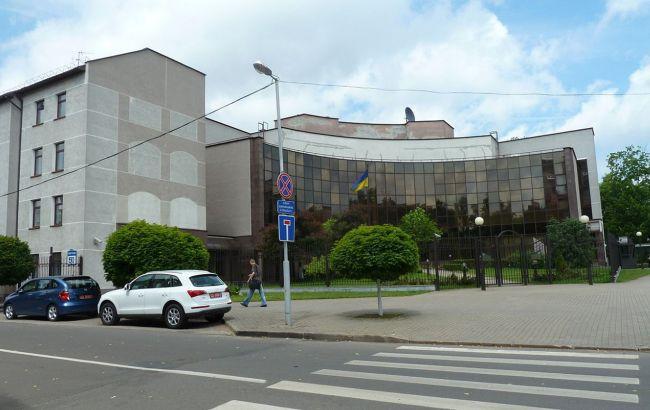Посольство в Беларуси из-за коронавируса остановило консульский прием