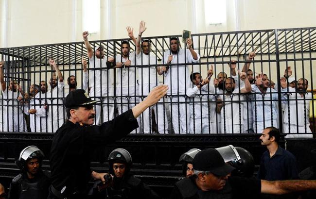 Фото: суд над обвиняемыми (containingdeathpenalty.org)