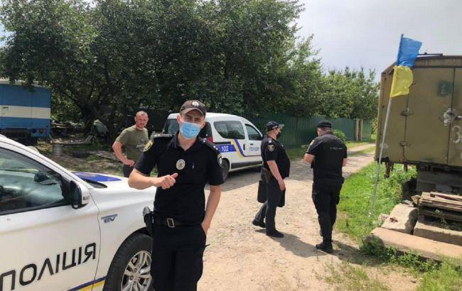 В Полтаве вандалы сорвали флаг Украины с могилы бойца ВСУ