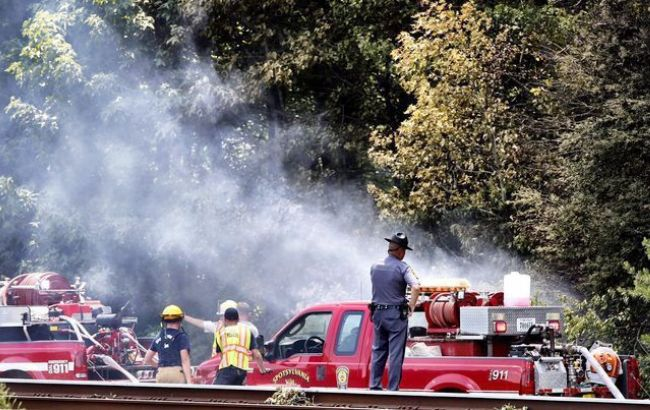 Фото: американські рятувальники ліквідовують НП