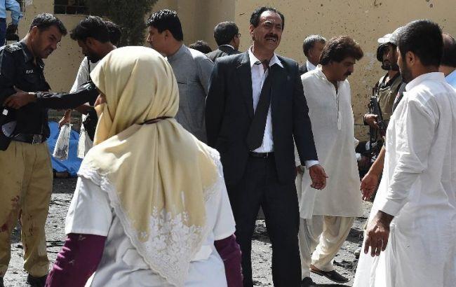 Фото: у Пакистані зростає число жертв нападу на шпиталь