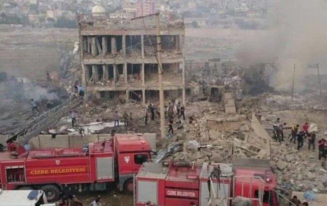 Фото: взрыв около штаба полиции в Турции