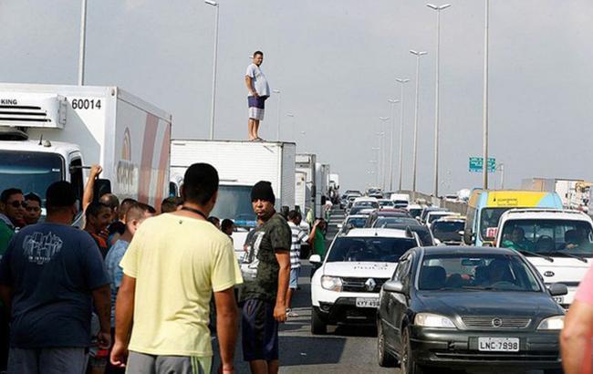 В Бразилии забастовку водителей грузовиков пресекают с помощью армии