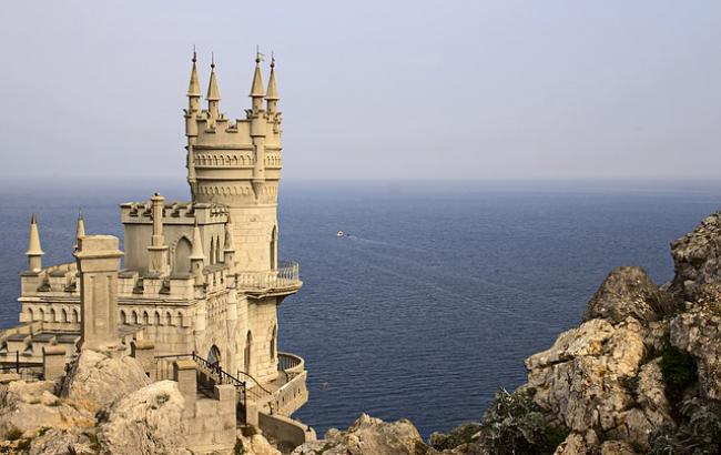 У соцмережах показали, скільки туристів відпочиває в окупованому Криму