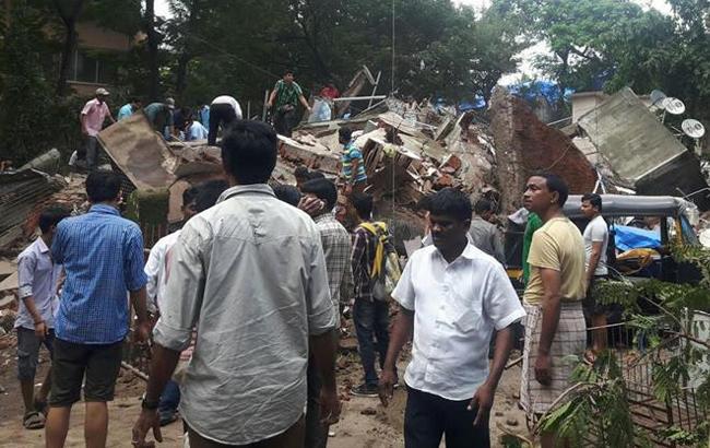 Фото: обвалення житлового будинку в Індії (twitter.com-RashmiRajput)
