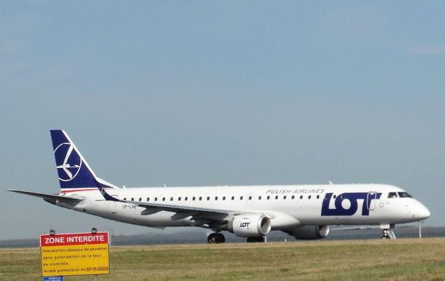 Фото: лайнер польской авиакомпании LOT