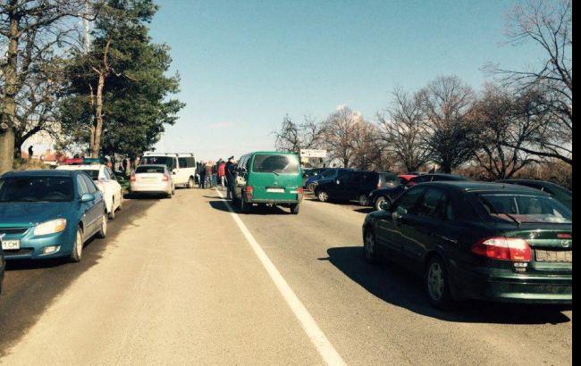 """Фото: блокування дороги до КПП """"Ужгород"""""""