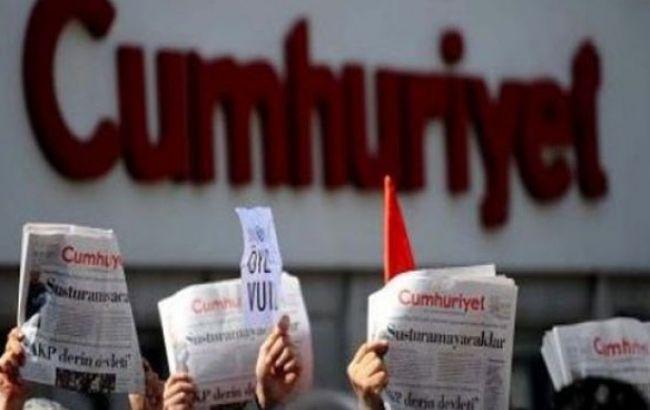 Фото: задержаны главред и колумнист издания