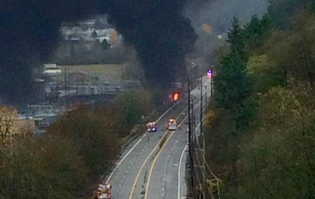 Фото: в Портленде грузовик столкнулся с поездом