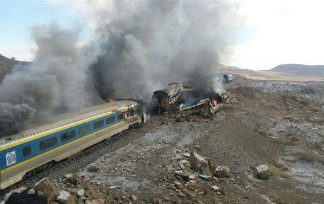 Фото: столкновение поездов в Иране
