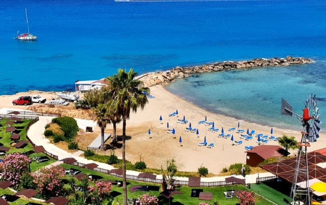 На Кіпр без пересадок: скільки коштують путівки на курорти острова у квітні