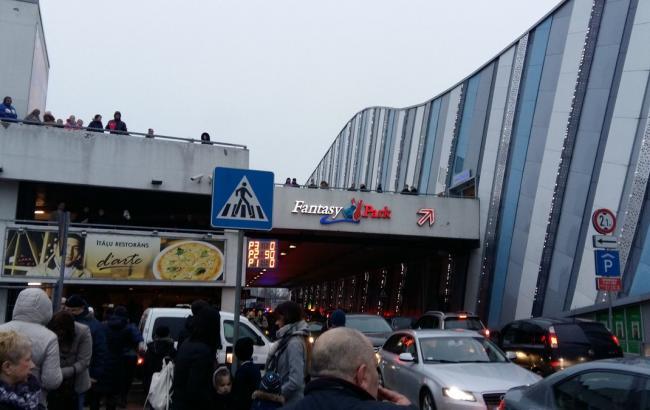 ВРиге эвакуированы сразу два крупнейших торговых центра