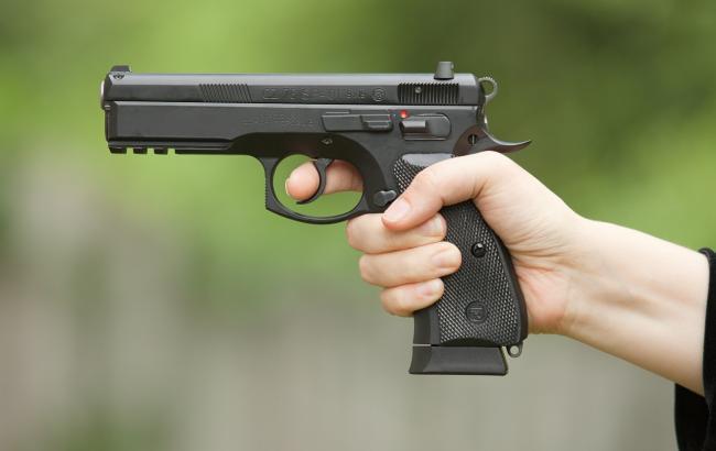 Фото: Поліцейська стріляла по бляшанках (allevents.in)