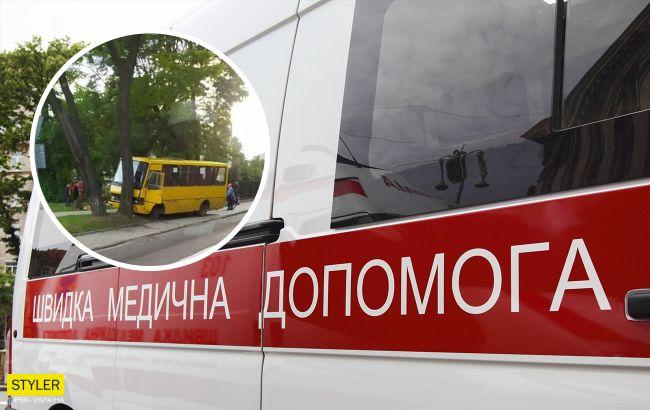Во Львове маршрутка с пассажирами влетела в дерево: есть пострадавшие