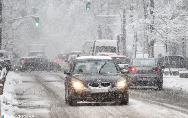 Затори і снігопад у Києві: на яких вулицях ускладнено рух транспорту