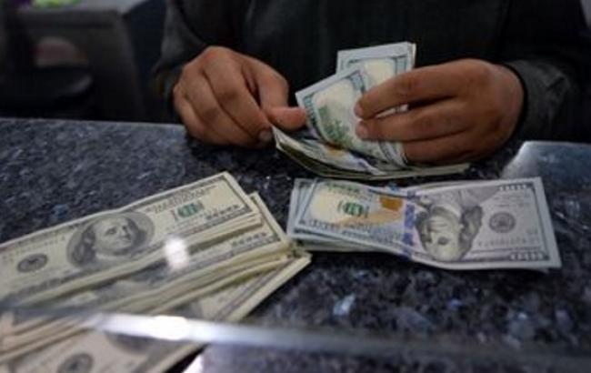 Курс долара в обмінниках у продажу виріс до 27,63 грн/дол