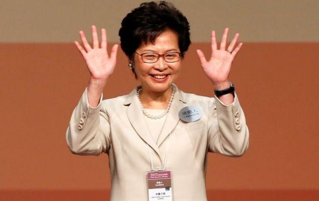 Новоиспеченной главой администрации Гонконга стала пропекинский кандидат Кэрри Лам