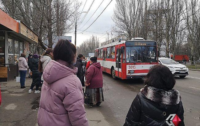 В Николаеве транспортный коллапс: на остановках очереди, таксисты резко подняли цены