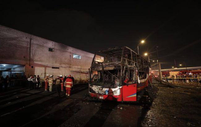 У Перу загорівся автобус з людьми, десятки загиблих