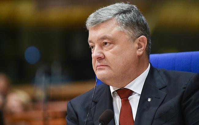 Лично в зал Оболонского суда Порошенко так и не прибыл (Фото: president.gov.ua)