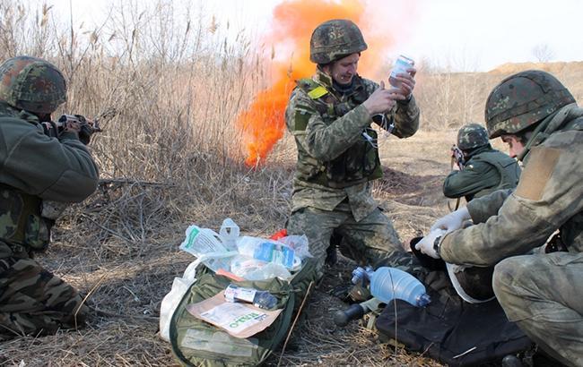 """""""Прошло 157 человек"""": в сети  рассказали о медике-герое, который спасал бойцов в Донецком аэропорту (фото)"""