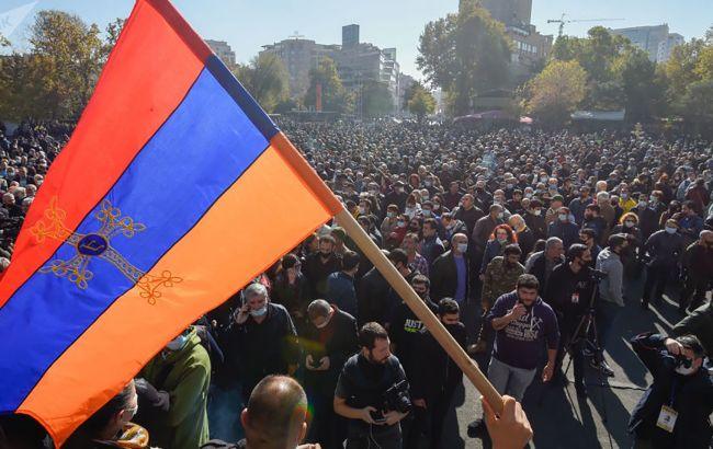 У Єревані почалися сутички протестувальників з поліцією