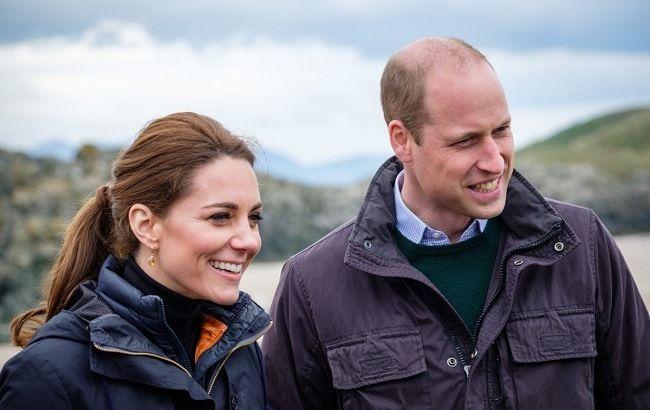 Во всех нарядах хороша: Кейт Миддлтон отправилась в Камбрию в джинсах-скинни и куртке