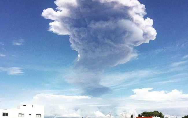 Поблизу Мехіко вулкан викинув стовп попелу висотою у 5 км