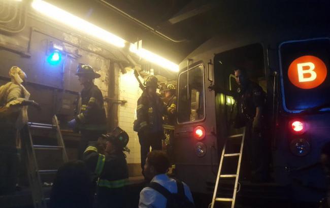 Неменее 30 человек пострадали при сходе поезда срельсов внью-йоркском метро