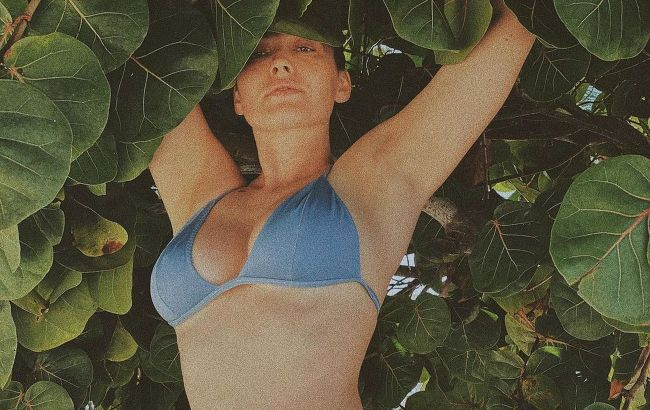 Даша Астафьева похвасталась шикарной фигурой на сочных фото с отдыха