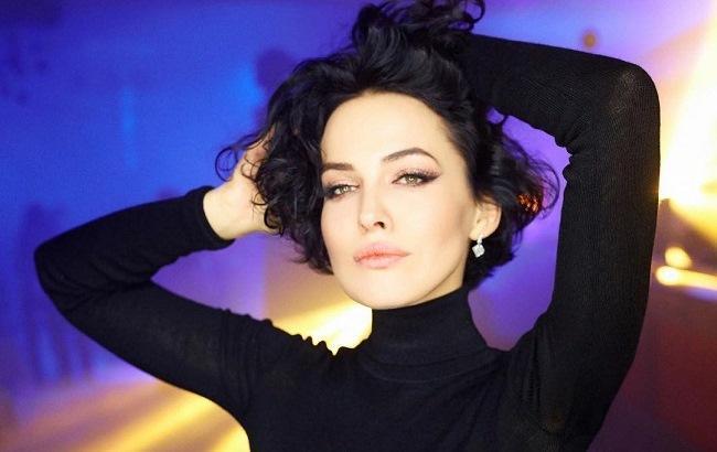 Українська співачка Даша Астаф єва порадувала шанувальників новими  фотографіями. Відверті знімки зірка опублікувала на своїй сторінці в  Instagram. 5a8d68f5525d0
