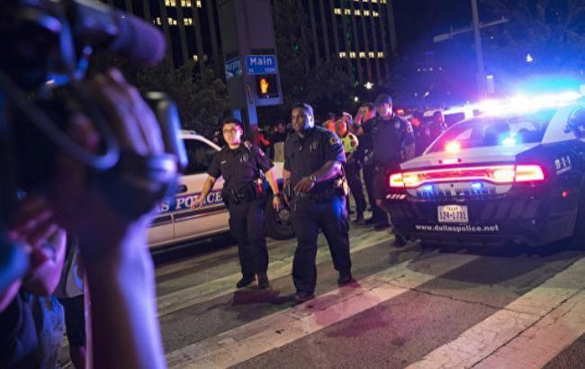 Фото: один з нападників на поліцейських в Далласі застрелився