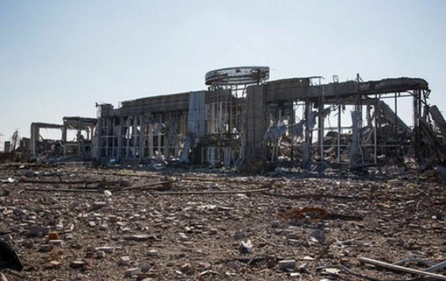 Фото: Остатки конструкций аэропорта стали объектом мародерства (112.ua)