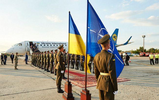 Україна зможе вступити в НАТО, навіть воюючи з Росією: в США знайшли рішення