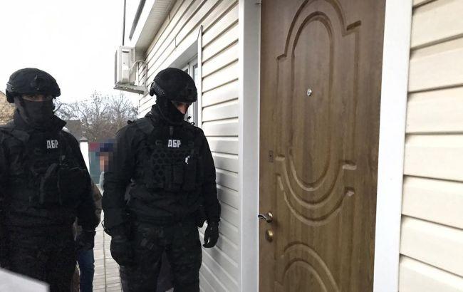 ДБР провело обшуки в лісгоспах Київської області через незаконні рубки