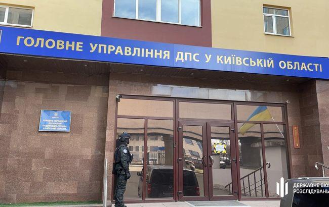 ДБР затримала на великому хабарі головного податкового інспектора Київської області