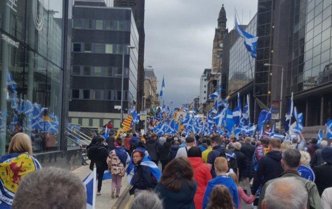 Десятки тисяч людей вийшли на мітинг за незалежність Шотландії