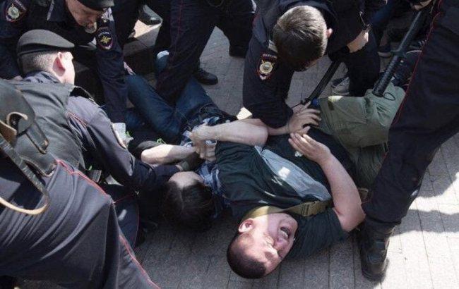 Фото: задержание активистов (twitter.com/polinanem)