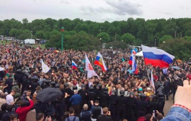 У РФ школярі розповіли про роз'яснювальні бесіди про мітинги від вчителів