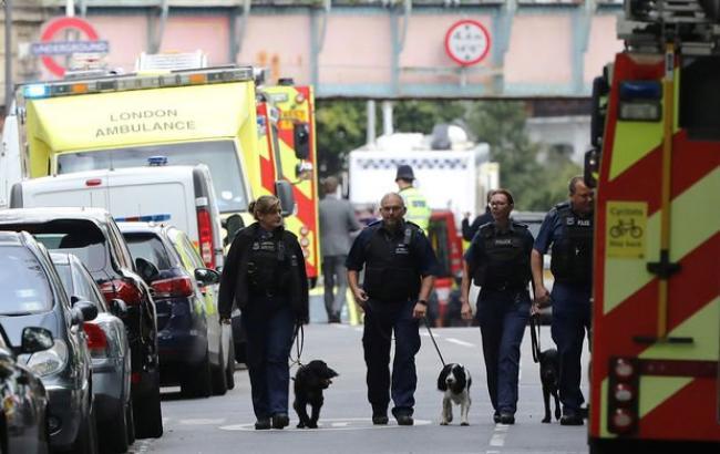 Встолице Англии троих человек облили «токсичным веществом»