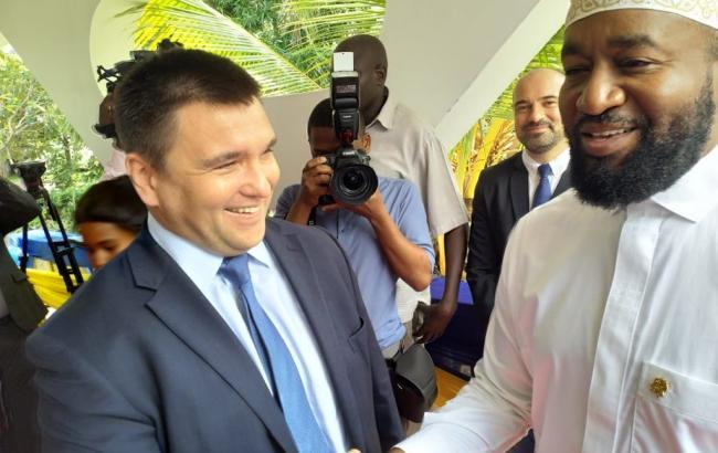 Фото: Павло Клімкін на відкритті консульства України в Кенії (twitter.com/PavloKlimkin)