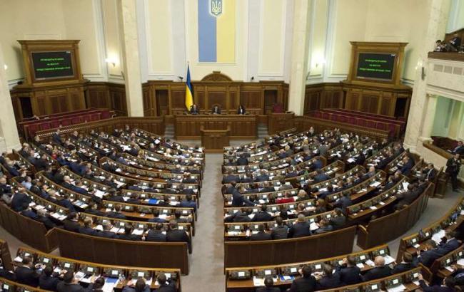 Рада планирует отменить лицензии на импорт и экспорт алкоголя и табака