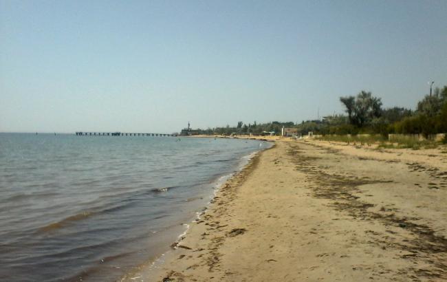 Фото: Пляж в Євпаторії (twitter.com/KrimRt)
