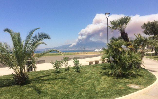 Фото: Пожар в Италии (twitter.com/wheatholme)