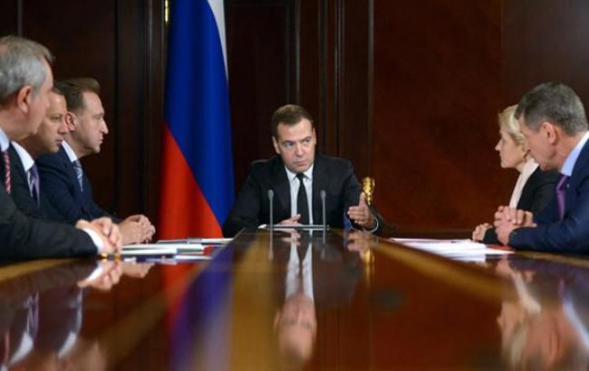 Уряд РФ обговорює можливість скорочення видобутку нафти