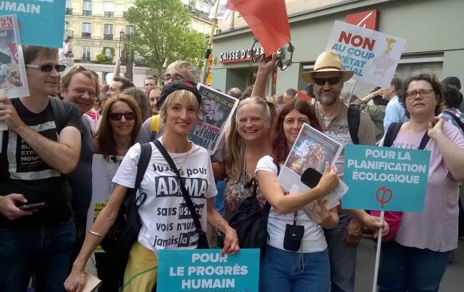 Фото: участники протестов в Париже (twitter.com/Dourdan_Actions)