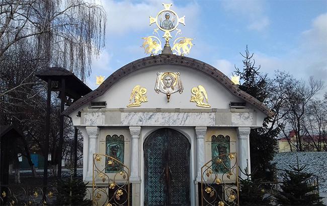 Фото: Храм УПЦ МП біля фундаменту Десятинної церкви (facebook.com-Edalet.Mamishev)