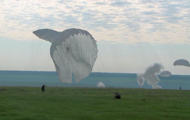 """Фото: масове десантування на Тернівському полігоні (""""Цензор.Нет"""")"""